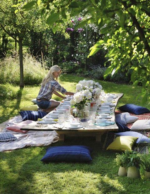 garden party chez sarah lavoine elle table jardins tables et coussins. Black Bedroom Furniture Sets. Home Design Ideas