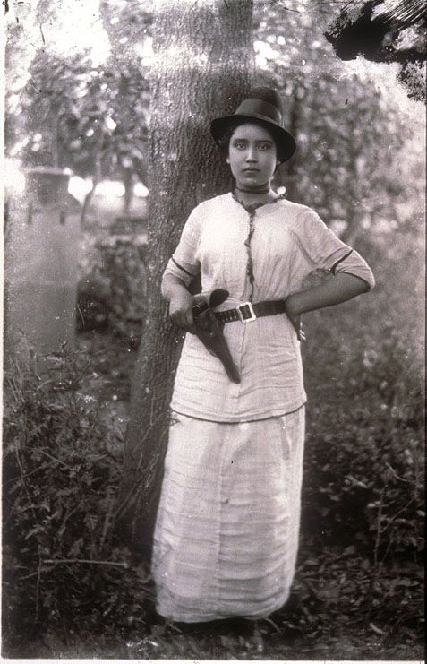 Mexico, Revolution. Armed soldadera. Photo by Agustín Victor Casasola (1874-1938). Cf. http://content.cdlib.org/ark:/13030/hb909nb8h6/?layout=metadata&brand=calisphere