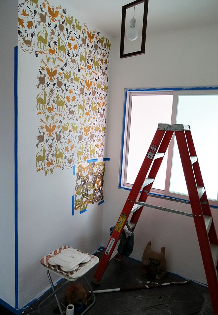 How to stencil a wall with traditional