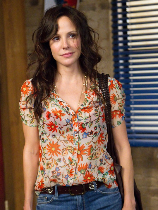 Mary Louise Parker in Weeds. She's a very hot miltf