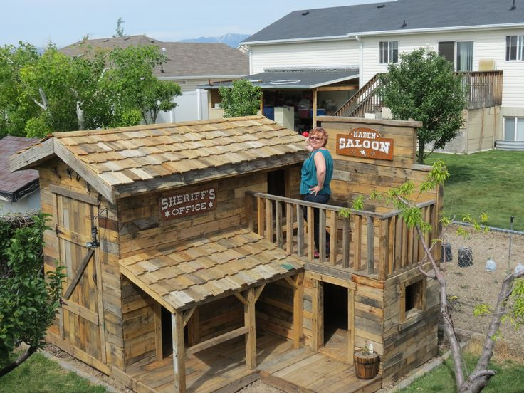 Find out what one Jorgenson Companies employee did with a few pallets, some nails and his free time! Odds are you may want to build a pallet fort of your very own!