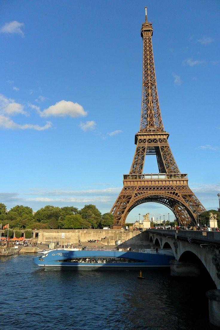5 Ciudades Románticas: París, Francia ¡La Capital del amor!    5 Romantic Cities: Paris, France. The capital of love!    http://destino.bookinghello.com/2015/los-5-destinos-mas-romanticos-del-mundo/