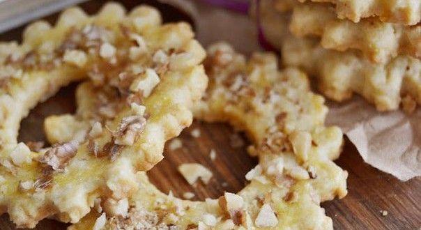 Хрустящее печенье с лимонной цедрой и рублеными орешками отличается необычайной нежностью и ярким ци...