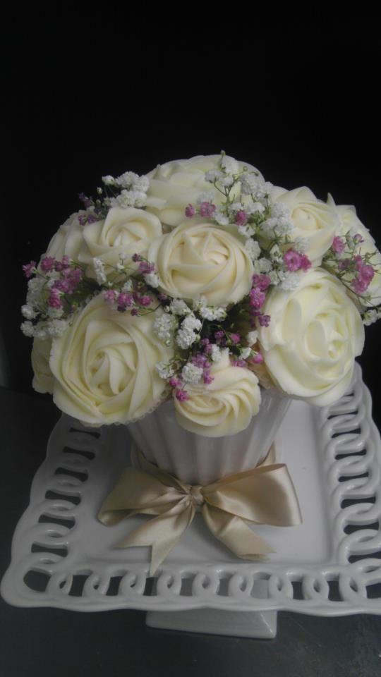 cupcake centerpiece!!