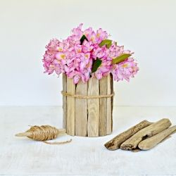 Turn an old jar into a piece of art by adding driftwood and jute twine. A perfect souvenir from your vacation to the beach.
