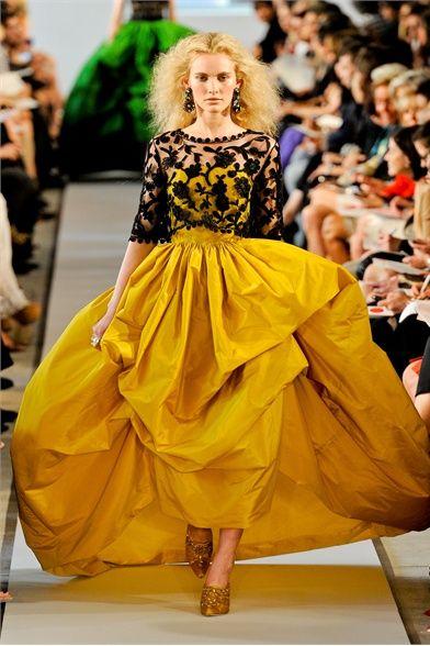 Guarda la sfilata di moda Oscar de la Renta a New York e scopri la collezione di abiti e accessori per la stagione Collezioni Primavera Estate 2012.