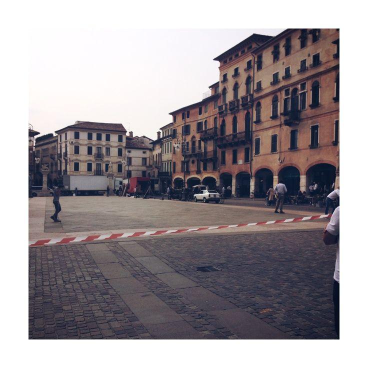 """#RAIUNO riprende la #fiction """"Di padre in figlia"""" ripresa nella foto in #PiazzaLibertà, dalla sceneggiatura di #CristinaComencini"""