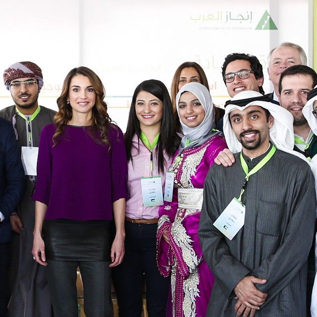 Queen Rania Fashion : Queen Rania meet young entrepeneurs + New Official Portrait and Engagement