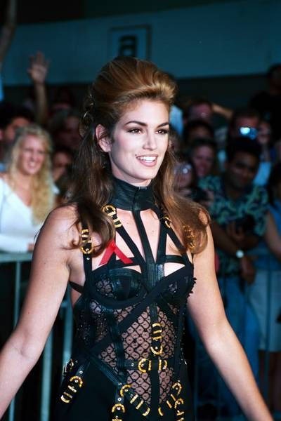 Cindy Crawford wearing Versace on the MTV awards in 1992 ...