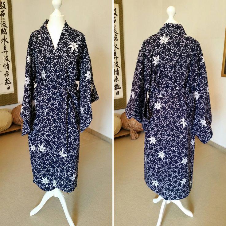 Etsy のYukata Bathrobe in navy blue with maple / Yukata Bademantel / Kimono style bathrobe / Kimono style Bademantel / Yukata / Sauna Bademantel(shop:TodaysCoordinate)