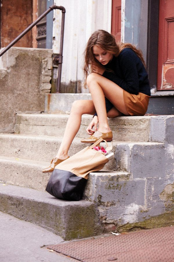 sitting on stairsGirls Generation, Fashion Style, Style Inspiration, Women Beautiful, Oxfords Shoes, Shorts, Decadent Diaries, Bags, Dreams Closets
