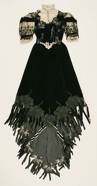 Dress with 2 Bodices, Day Bodice (front) Date: ca. 1901 Culture: French Medium: silk Accession Number: 38.37.2a–d