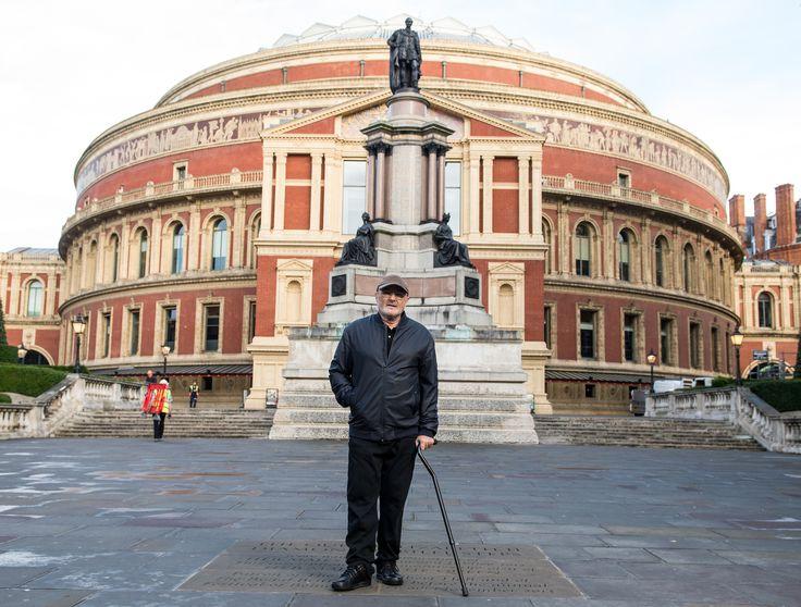 Vor seiner lang erwarteten Comeback-Tour spricht der ehemalige Genesis-Drummer über die Umstände, die ihn von seinem Instrument fernhalten