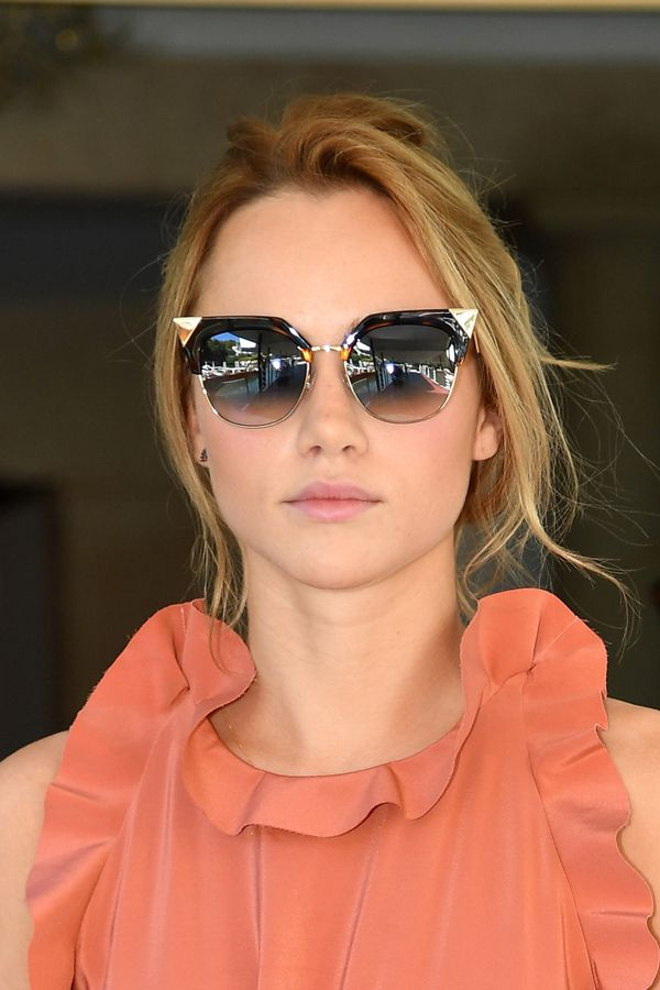 Celebrity Sunglasses Finder - Home | Facebook