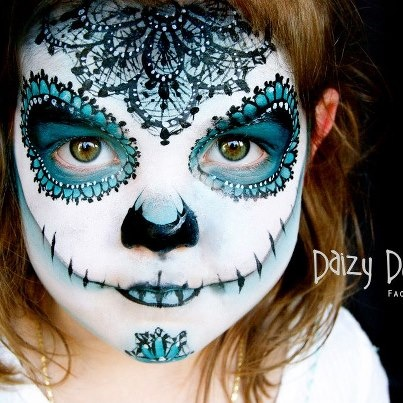 This is really beautiful day of the dead face painting!