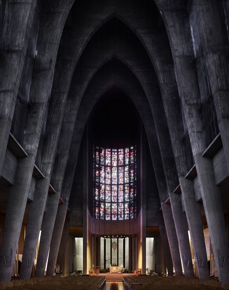Fotografia: Igrejas Modernas de Meados do Século por Fabrice Fouillet,André Remondet's St. Thérèse in Metz, France, completed in 1959. Image ©Fabrice Fouillet