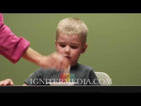 ▶ The Marshmallow Test - YouTube - De onderzoekers van Stanford University deden dit Marshmellow-experiment in 2009 om de zelf-controle van kinderen te meten. Zij voorspelden dat kinderen die van het spekje af konden blijven en geduldig konden wachten op een tweede beloning, ook meer discipline zouden hebben in hun toekomst.