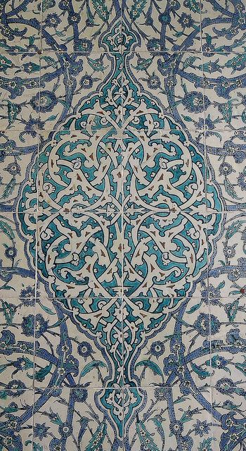 Intricate intertwining floral vine design: tiles in TOPKAPI PALACE, ISTANBUL, TURKEY