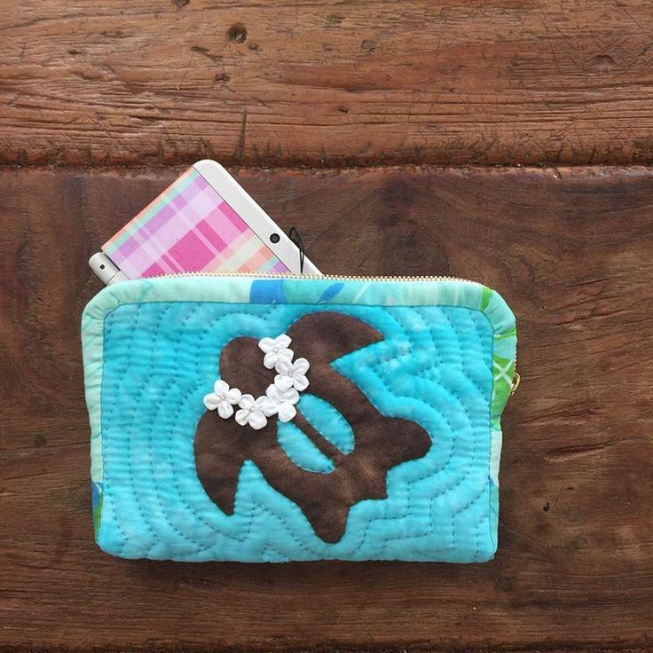ハワイアンキルト 娘の3DSケース  #ハワイアンキルト #hawaiianquilt #hula #hulagirl #hawaii #handmade #honu #starfish #習い事 #3ds  #全部手縫い #チクチク無心になれる時間 #夢中になりすぎて寝不足 #楽しい #3dsケースなんて贅沢 #フラを始めてホヌが可愛いと思えるようになった笑