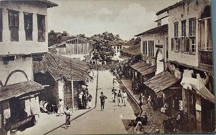ANTAKYA-1900lü yıllardan yerel mimari yapılar görülüyor.Günümüzde hiçbiri yok.