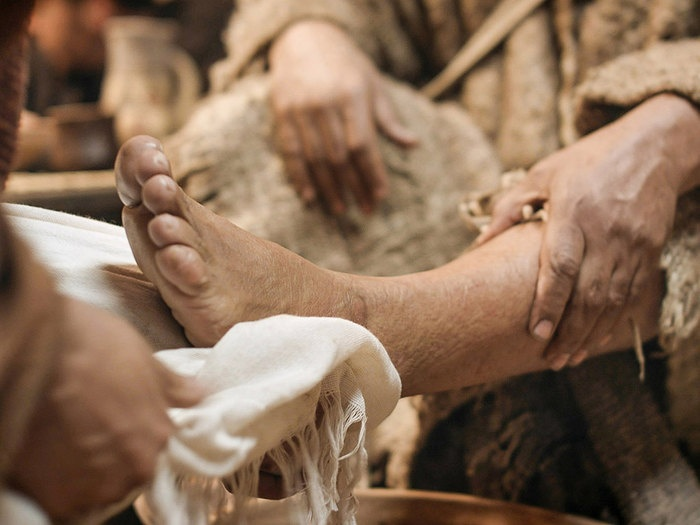 """""""Now that I, your Lord and Teacher, have washed your feet, you also should wash one another's feet."""" Jn 13:14"""