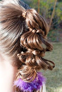 Squished Carousel Braid @ Princess Piggies.  This is just a different variation with the same basic instructions as the original Carousel Braid.: Hair Ideas, Crazy Hair, Squish Carousels, Friday Film, Carousels Braids, Princesses Piggy, Hair Ties, Hair Style, Girls Hair