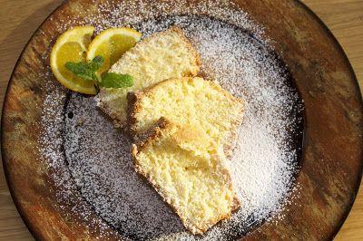 Ένα πεντανόστιμο, αφράτο και μυρωδάτο κέικ με ινδική και γάλα καρύδας. Μια απλή και γρήγορη συνταγή (από εδώ) για ένα κέικ που θα απολαύσουν οι λάτρεις της