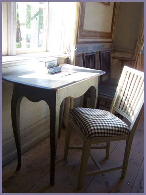 good explanation of the Gustavian wood finishes.  Not a tutorial; but great info. Talks about ****dryscraping w/ a razor****
