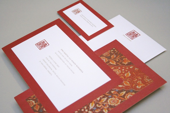 A wedding invitation that combining Chinese and Madurese traditions.