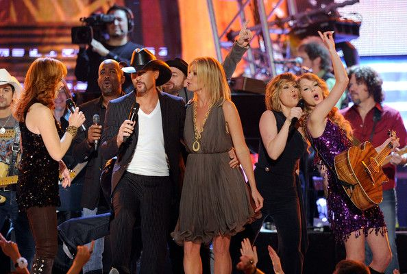 Taylor Swift Photos: Brooks & Dunn's The Last Rodeo - Show