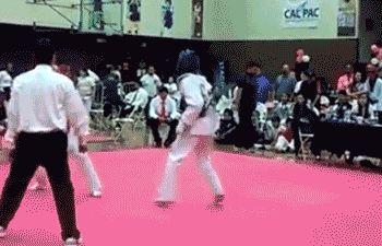 gus-villa-tae-kwon-do-tornado-kick-knockout.gif (350×225)