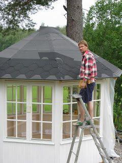 Nu måste jag dela med mig av förra sommarens byggprojekt. Allt började med att jag fick gamla fönster av min pappa. Jag har alltid drö...