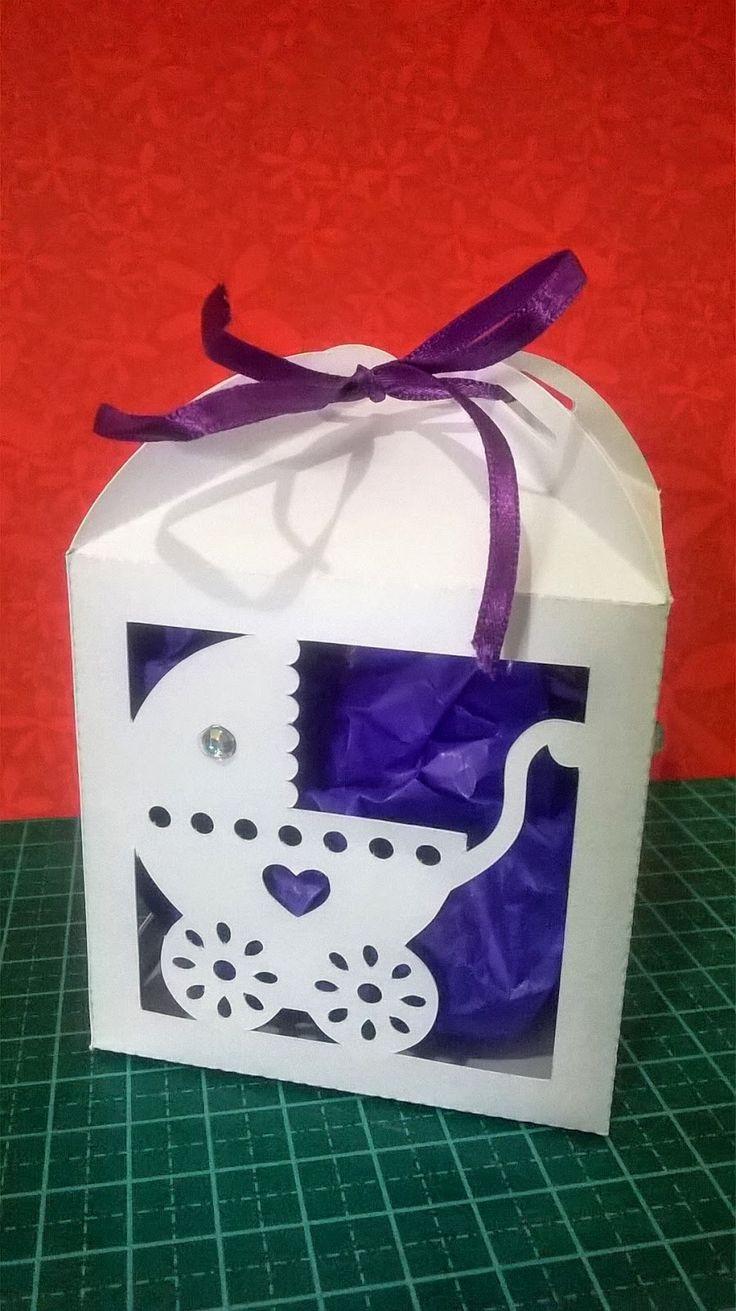 Olá!!!     Para ajudar uma amiga do Face, a  Ingret , fiz uma arquivo de caixa para lembrancinha de bebê.   Eu fiz o arquivo porque pelas ...