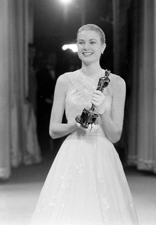 grace kelly presenting an academy award, 1956