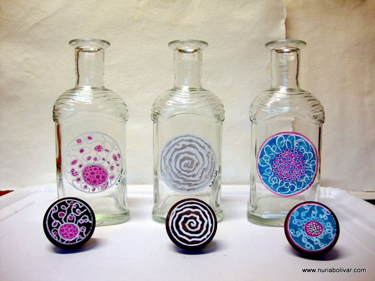 (àlbum 2) Ampolles de vidre pintades a mà amb tap inclòs. Botellas de vidrio pintadas a mano con tapón incluido.  Hand painted glass bottles