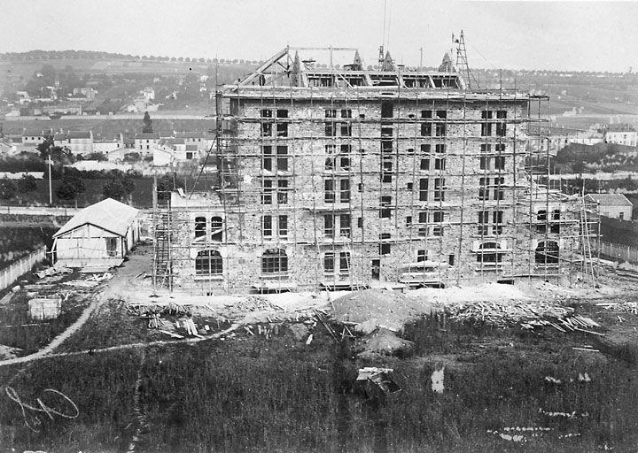 1903 Construction de la Maison de Famille