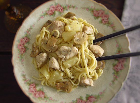 Chicken with spaghetti, pineapple and mushrooms | Food From Portugal. To prepare a delicious and nutritious meal for the whole family, we suggest our chicken recipe with spaghetti, pineapple and mushrooms! A delicious dish that the whole family will like!!  http://www.foodfromportugal.com/recipe/chicken-spaghetti-pineapple-mushrooms/