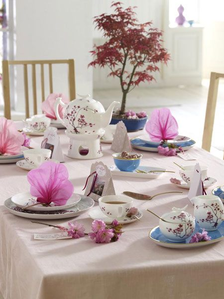 Asian table setting with cherry blossoms #tablescapes