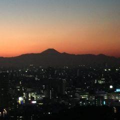 東京 品川プリンスホテルからのキレイな夕焼けです(oo) 遠くに富士山が見えて感激していまーす(oo)   大都会 東京のこんなステキな夕焼け 初めてです(O)
