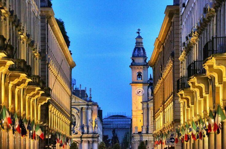 Via Roma di sera