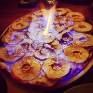 #Rezept: Flambierter Flammkuchen mit Apfelringen - Weinbilly.de