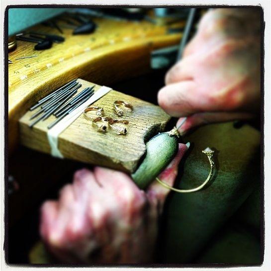 Aaron Jah Stone Instagram - Dans l'atelier des créateurs de bijoux sur Instagram