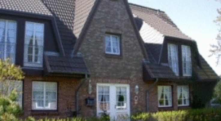 Hotel Südwind Sylt Garni Westerland This small hotel is located in Westerland, just a 10-minute walk from the town centre and a sandy beach. It provides country-style rooms, free Wi-Fi internet and a sauna area.