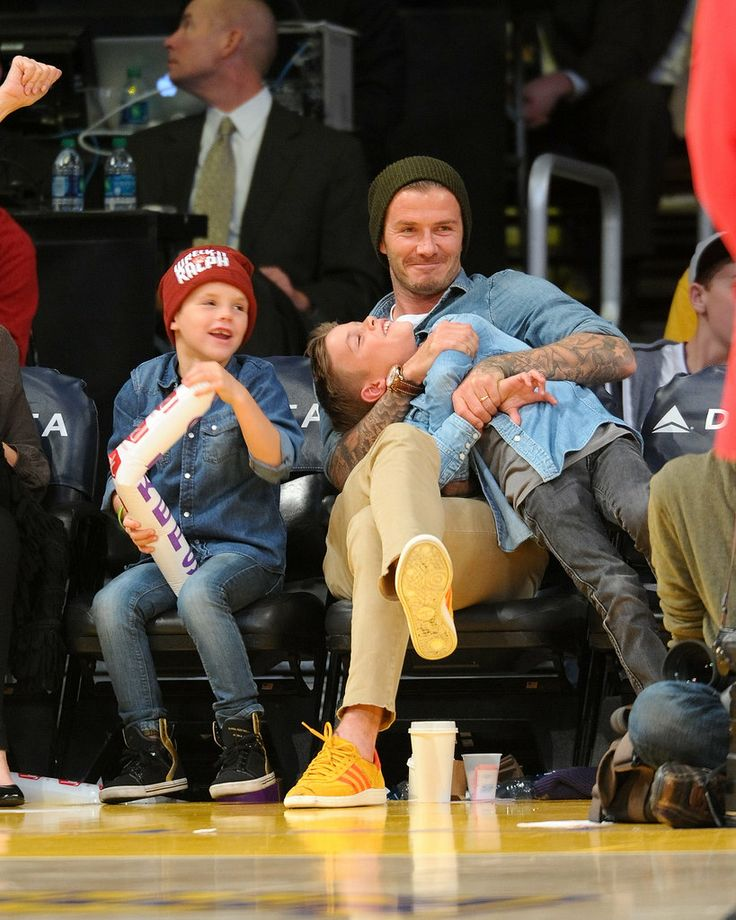 David Beckham played around with his boys Romeo and Cruz during a November 2012 Lakers game in LA.    #celebrities #celebrity dads