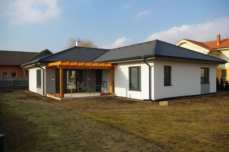 M-House stavia kvalitné, cenovo dostupné drevostavby s nízkou spotrebou energií Pasívny dom - nielen pre vyvolených   Kvalitne postavený pasívny dom s nízkymi nákladmi na prevádzku, poskytujúci zdravé bývanie, je snom každého stavebníka. Pasívny dom má veľmi nízku potrebu energie na svoju prevádzku – vychádza z princípu využívania pasívnych tepelných ziskov