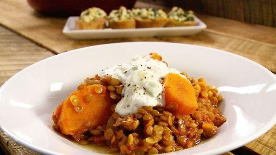 Ragoût de lentilles aux patates douces - Recettes de cuisine, trucs et conseils - Canal Vie
