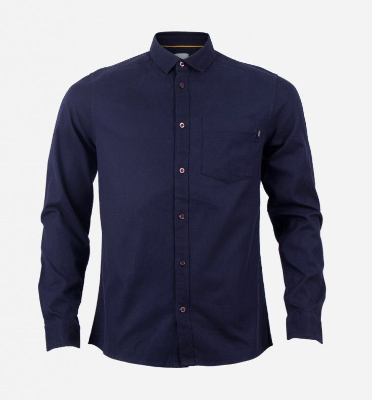 Tyrone flannel slim fit L/S shirt parisian night. Made of solid oxford 100% cotton, this long sleeves shirt features slim fit and curved hem. Comfortable as daily outfit as the fabric is stretch, features 4-hole buttons, single chest pocket, and box pleats at back. http://zocko.it/LEIIn