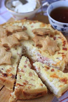 Torta salata di pasta brisé farcita con ricotta, provola e prosciutto cotto