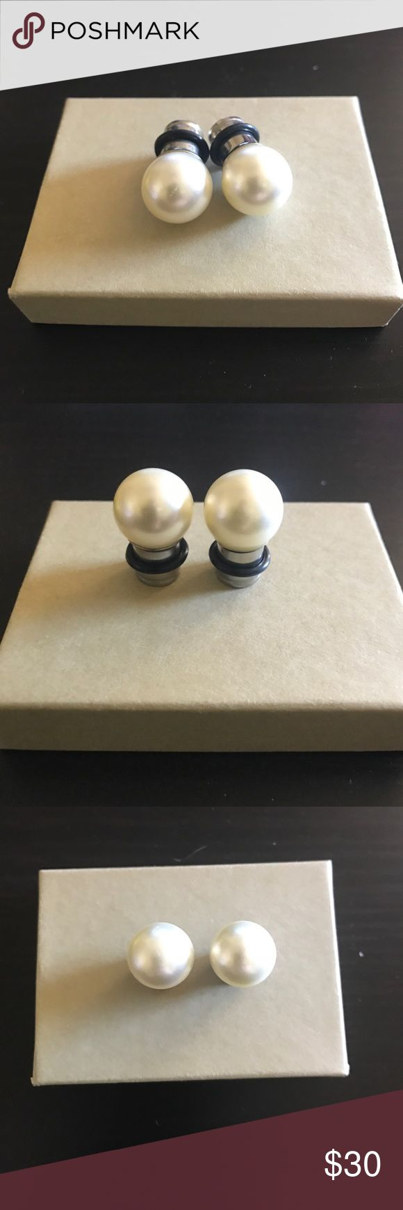 Pearl gauged earrings Brand new (never been worn) pearl gauged earrings size double zero. The size of the pearl has a diameter of 1.5 cm. Super cute pair of gauges! Jewelry Earrings