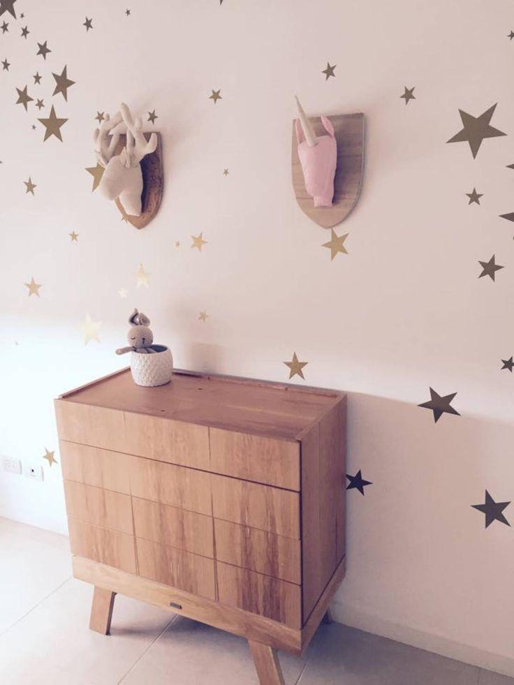 Encontrá las mejores ideas e inspiración para el hogar. Vinilo decorativo infantil con estrellas doradas por Quiero Mi Vinilo | homify